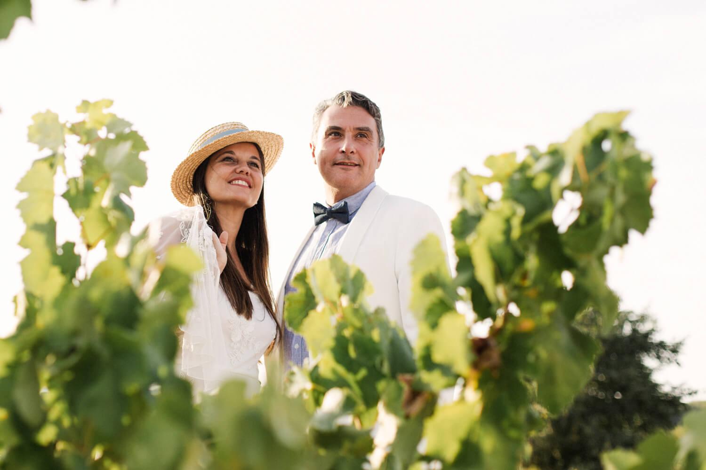 Photo de couple dans un vignoble en Catalogne
