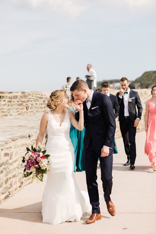 Couple-heureux-avant-ceremonie-mariage-collioure