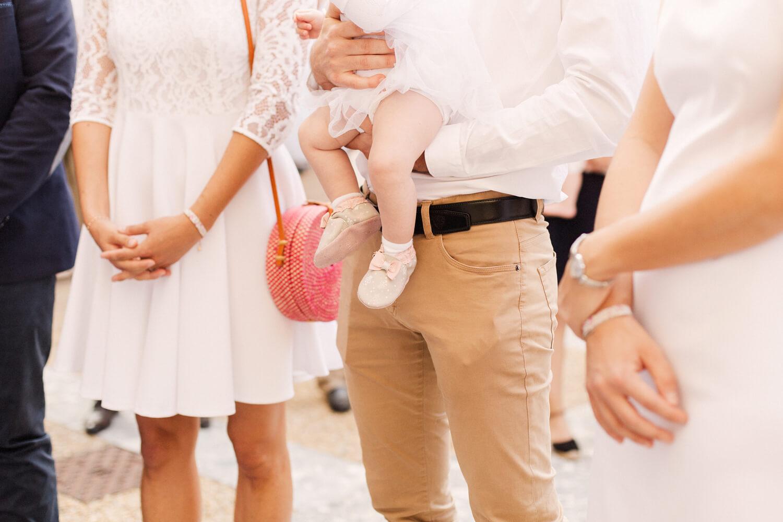 Photo-chaussures-petit-fille-avant-bapteme
