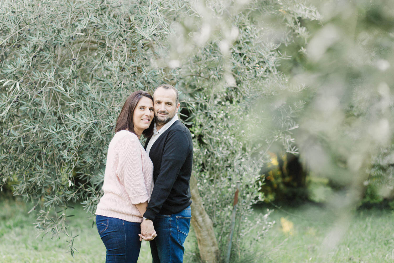 Photo-couple-amoureux-pleine-nature-pres-perpignan