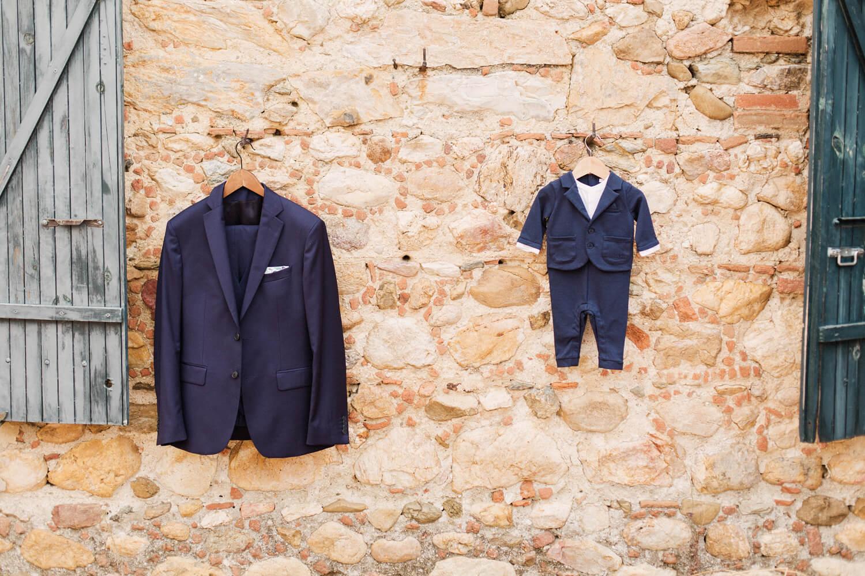 Photo-des-tenues-de-mariage-sur-mur