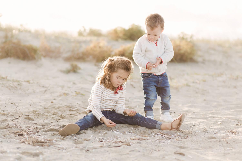 Photo-enfants-jouent-plage-Canet-en-Roussillon