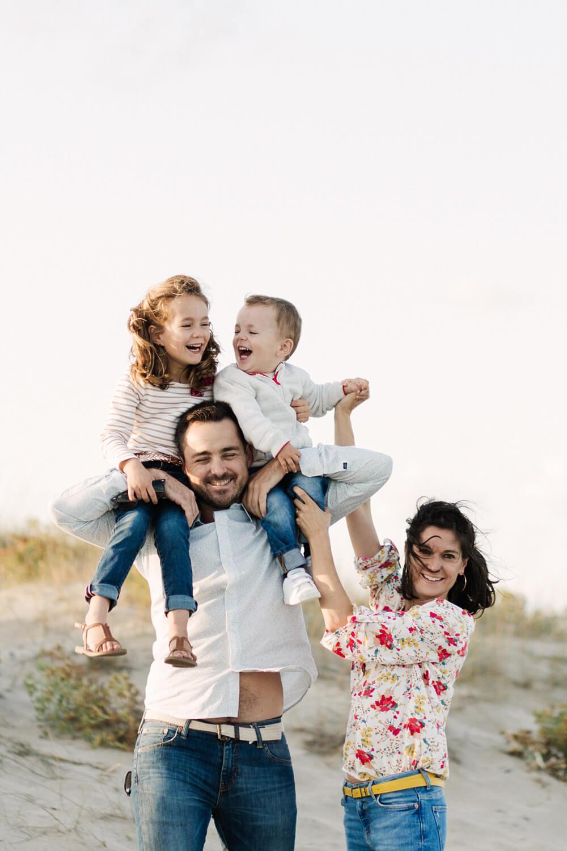 Photo-famille-avec-parents-enfants
