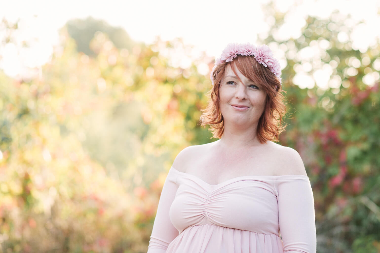 Photo-femme-enceinte-ambiance-naturelle-avec-soleil