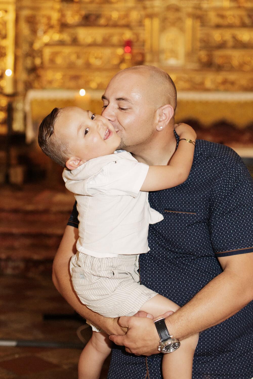 Photo-garcon-baptise-papa