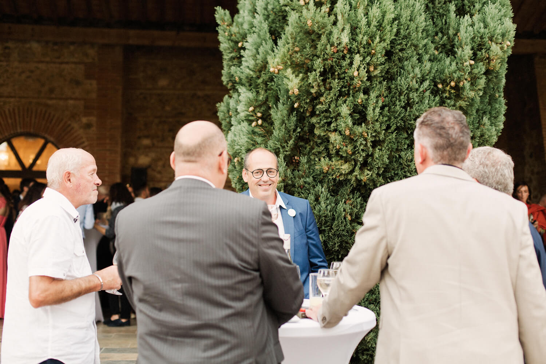 Photo-groupe-invitees-vin-honneur-mariage