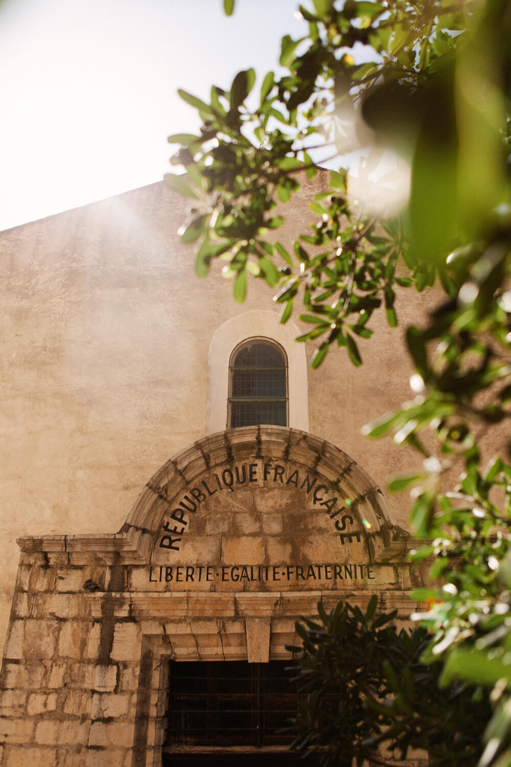 Photo-porte-entree-eglise-collioure